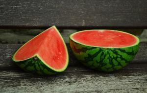 Cum sa introduci pepenele rosu in alimentatie. 5 idei surprinzatoare
