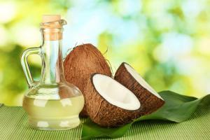 5 feluri de a folosi uleiul de cocos  pentru a arata mai tanara cu 10 ani peste noapte