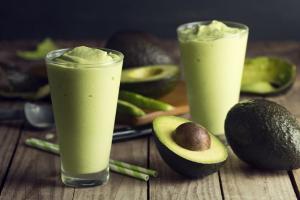 6 smoothie-uri delicioase pentru micul dejun