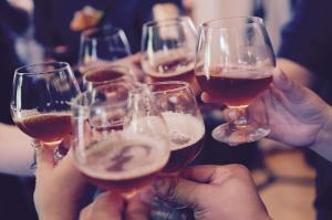 Cand devine consumul de alcool o problema?