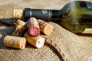 Vinul: care sunt posibilele beneficii ale sale?