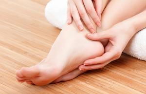 10 remedii simple pentru tratarea calcaielor crapate
